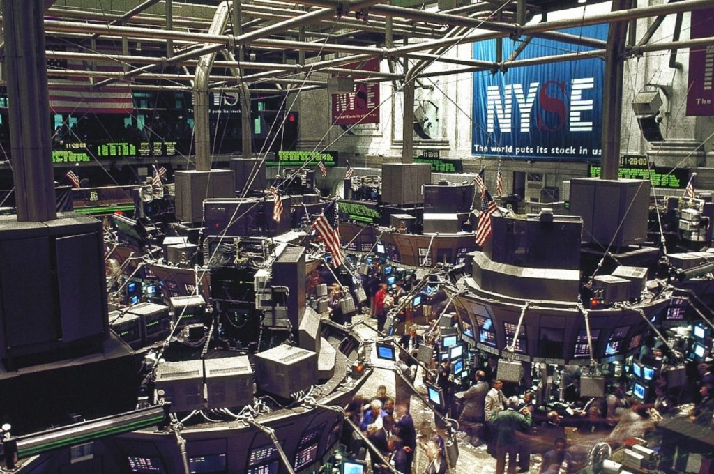 Dow Futures Tumble 400 Points as Virus Fears Churn Markets