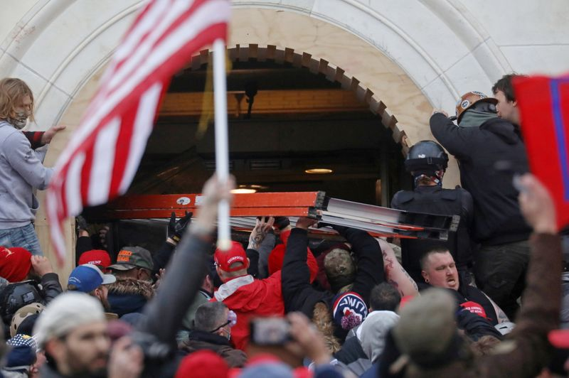 U.S. suspends federal agent who joined crowd outside Capitol during rampage, lawyer says