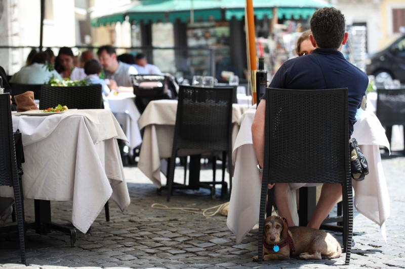 Italy business confidence slips in Sept but consumer morale hits record high